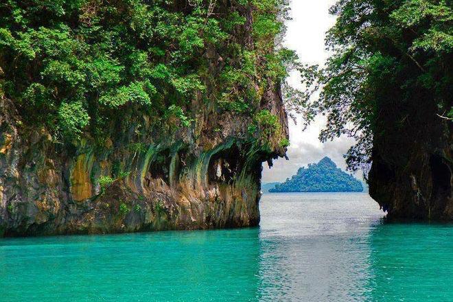 Hong Island by Sea Canoe