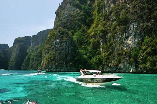 Private Boat Phi Phi + Phang Nga